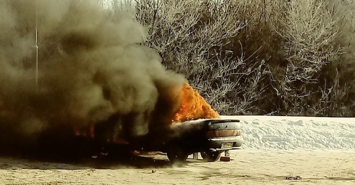 Сгорел автомобиль на ул.Шоломова в Ульяновске