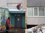 В Ульяновске продолжается очистка кровель многоквартирных домов