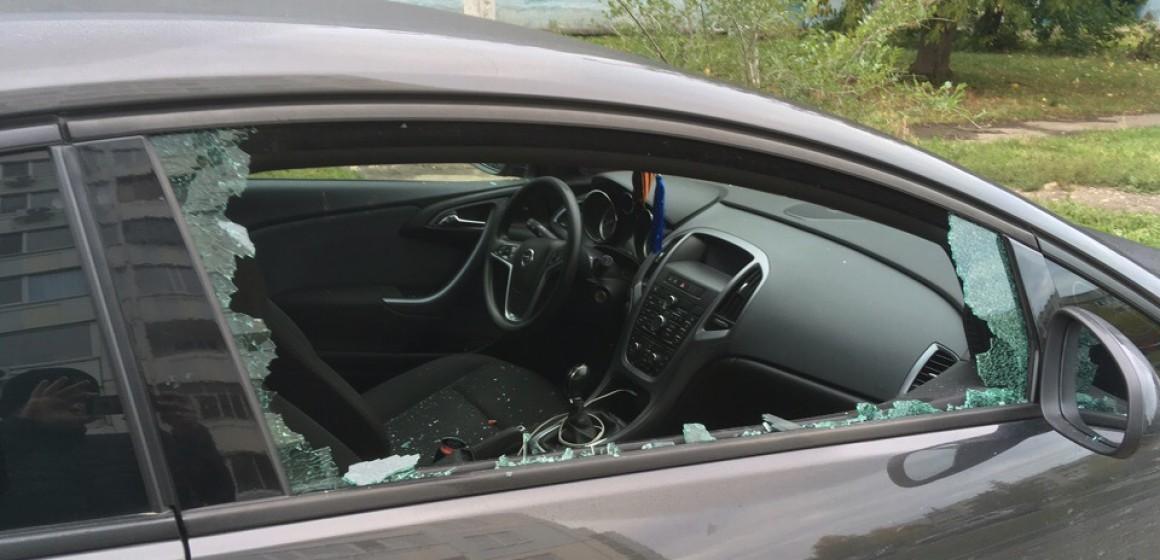 На Рябикова продолжают бить автомобили не на стоянке