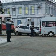 В Центре Ульяновска произошло тройное ДТП с участием трамвая