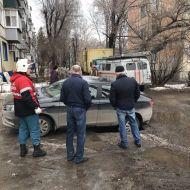 Дороги в Ульяновске тают. Автомобиль провалился на ул.Октябрьской