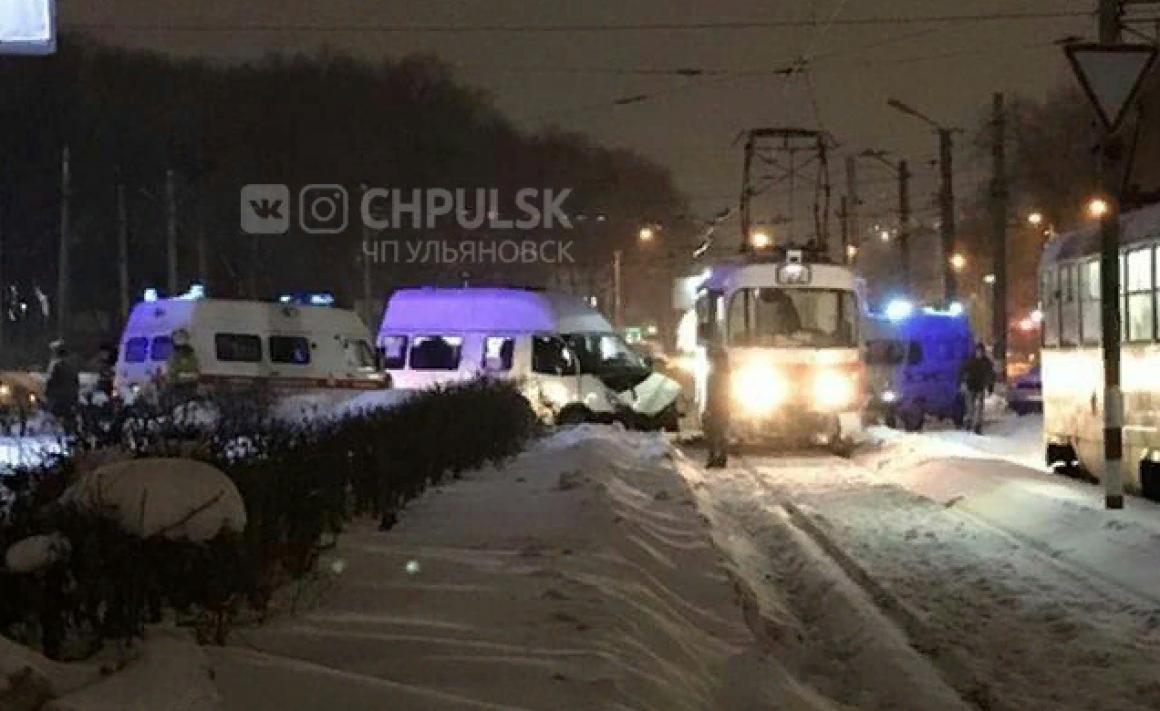 ДТП с трамваем в Ульяновске. 6 человек пострадали