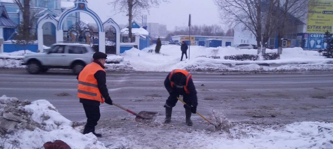 Ульяновские дорожники продолжают очищать городские улицы от снега