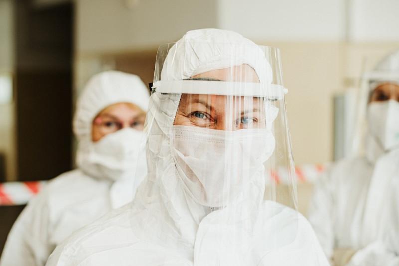 Без прививки от коронавируса могут отказать в оказании медицинской помощи
