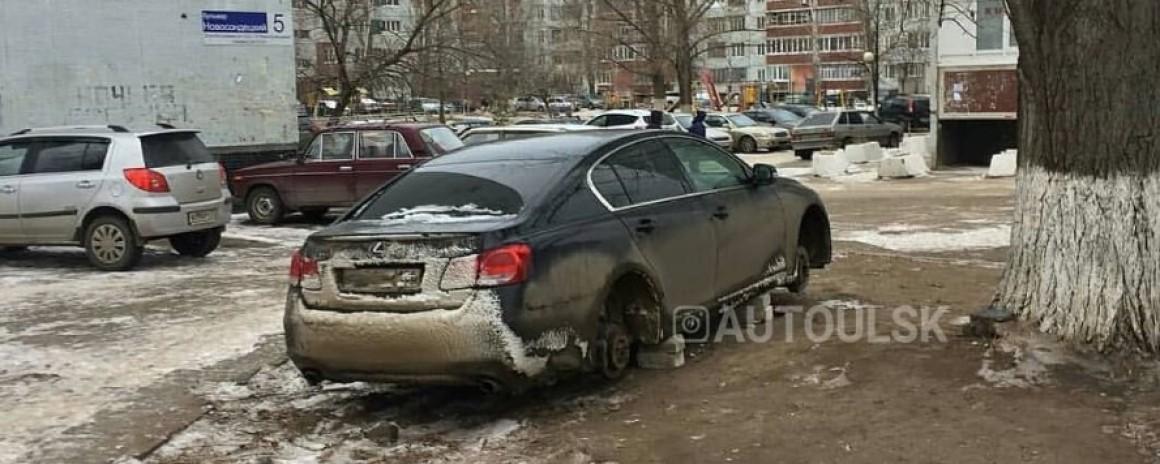 В Ульяновске у автомобилей воруют колеса
