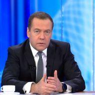 """Медведев об Интернете: """"Следить за этой поляной необходимо"""""""