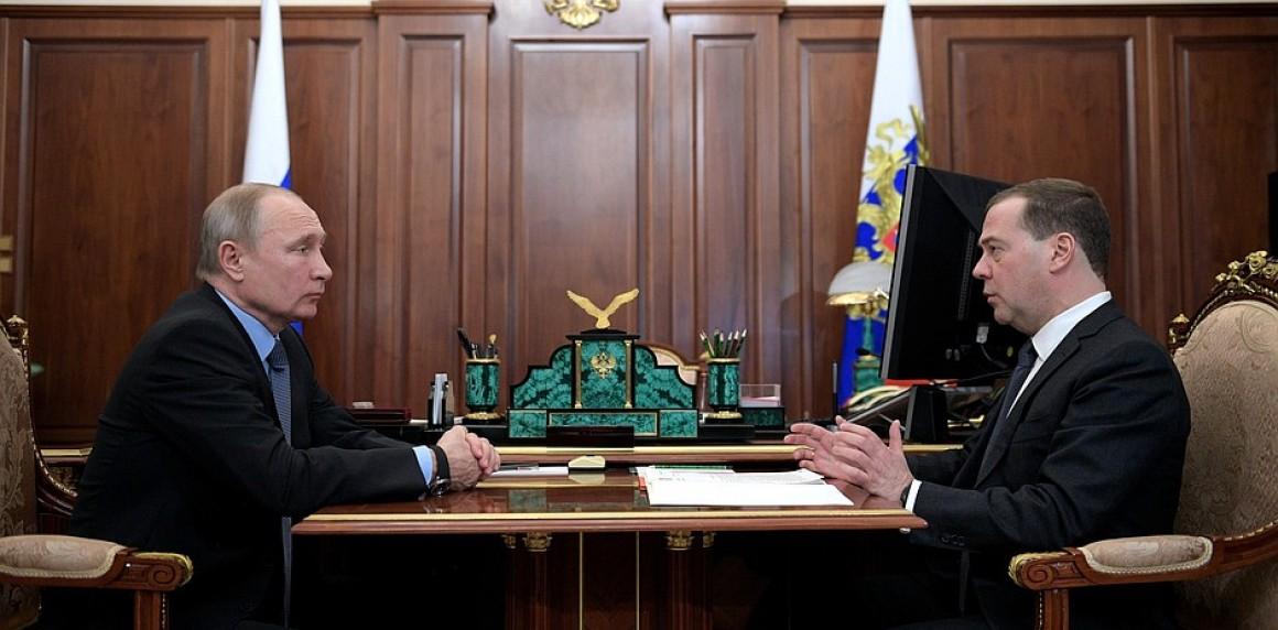 """Медведев: 19 миллионов россиян """"просто выживают"""""""