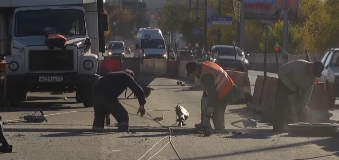 Автомобилисты устали от пробок на ул.Пушкарева из-за ремонта