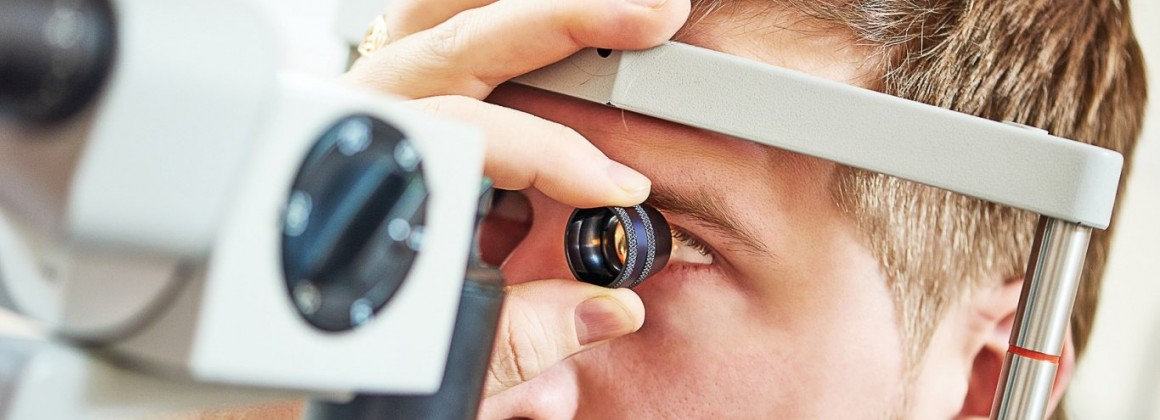 Глухослепому человеку вернут зрение и слух в Центре отоларингологии