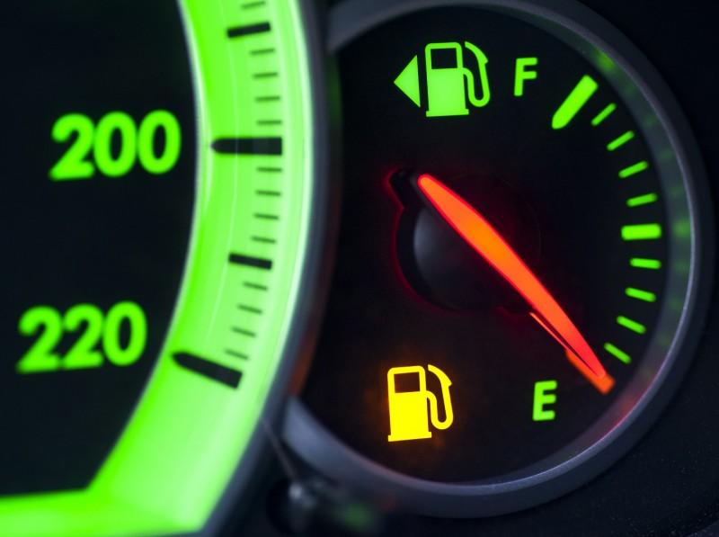Бензин по 100 рублей. Что ждет автомобилистов России в 2019 году