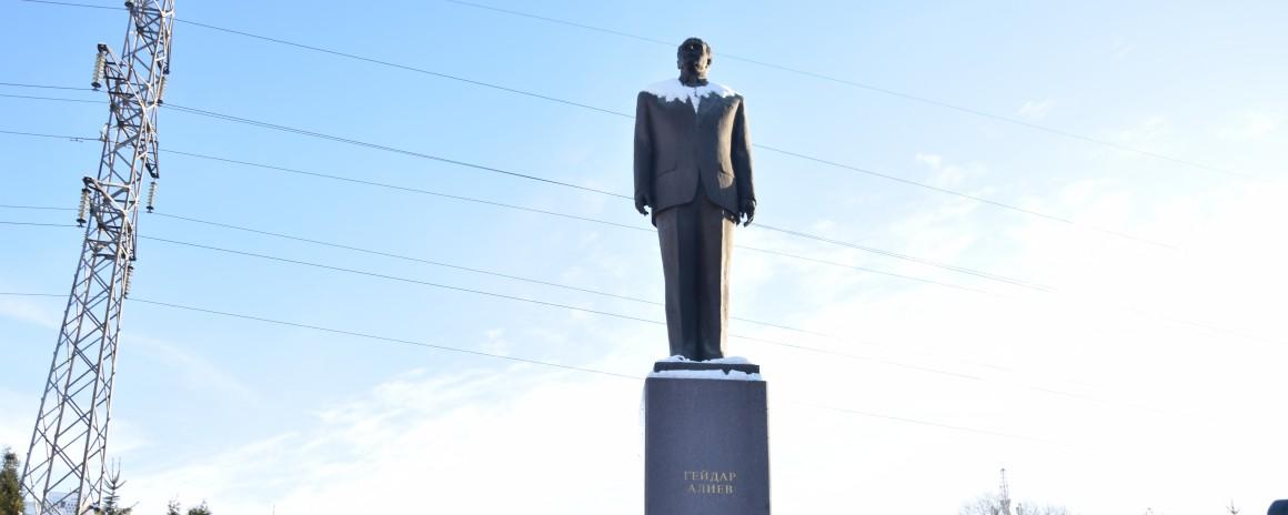Ульяновцы почтили память Гейдара Алиева