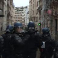 Полиция во время протестов применила дубинки и газ