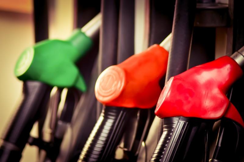 Цены на бензин в России власти отказались сдерживать