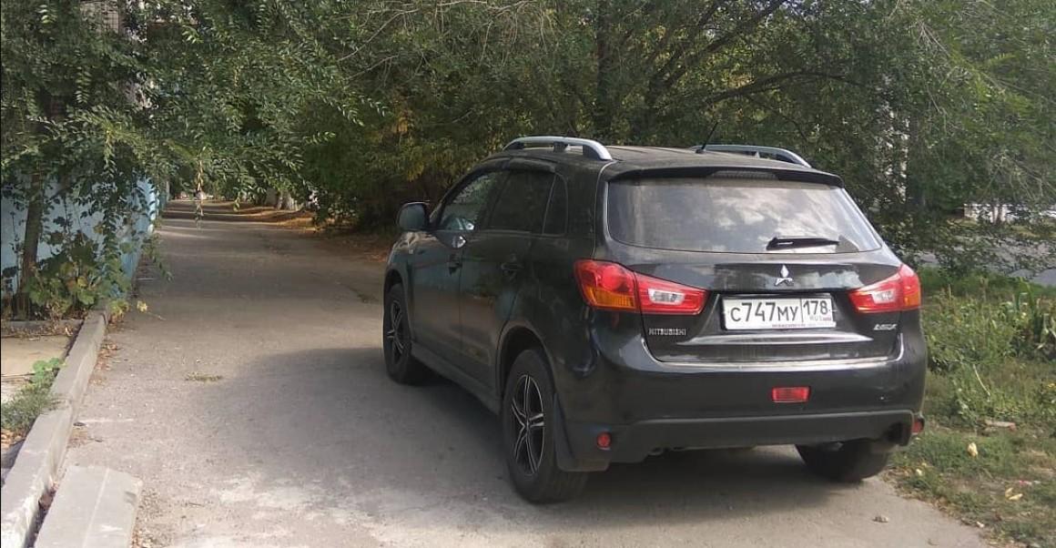 Автомобилистов будут наказывать за парковку на газонах, детских и спортивных площадках1