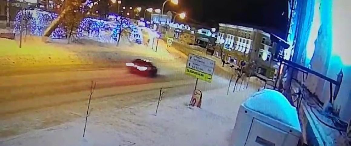 ДТП с погибшими. BMW врезался в дом в центре Ульяновска