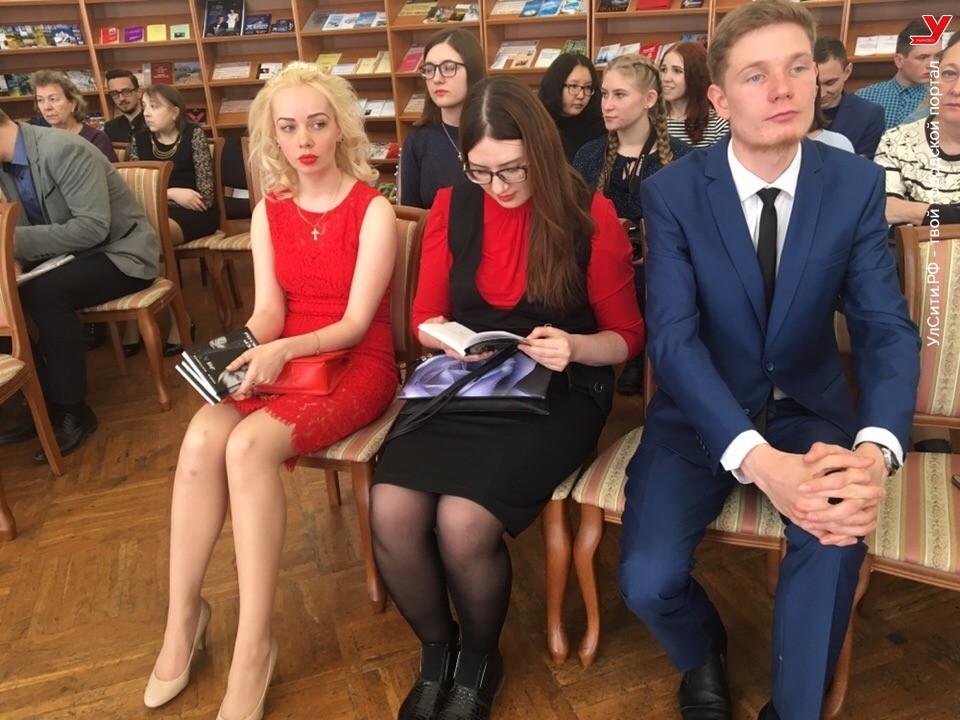 Во Дворце книги наградили победителей литературной молодежной премии «Первая роса»