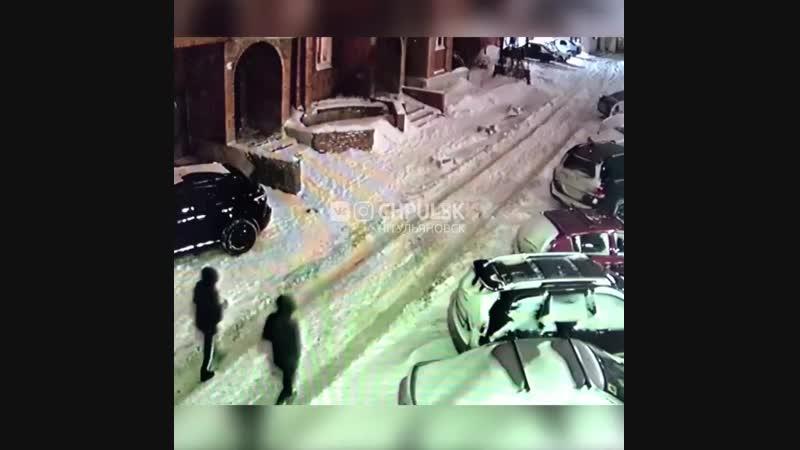 Поцарапали и проткнули колеса автомобилю на Гончарова. Ульяновск