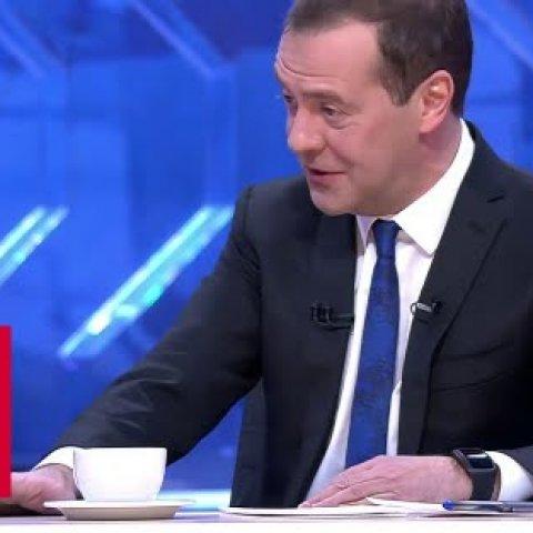 Медведев: деньги есть!