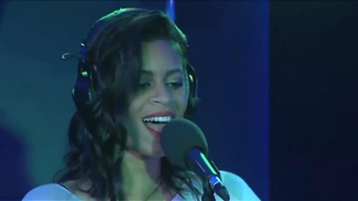 Видеоклип: AlunaGeorge - La La La in the Radio 1 Live Lounge