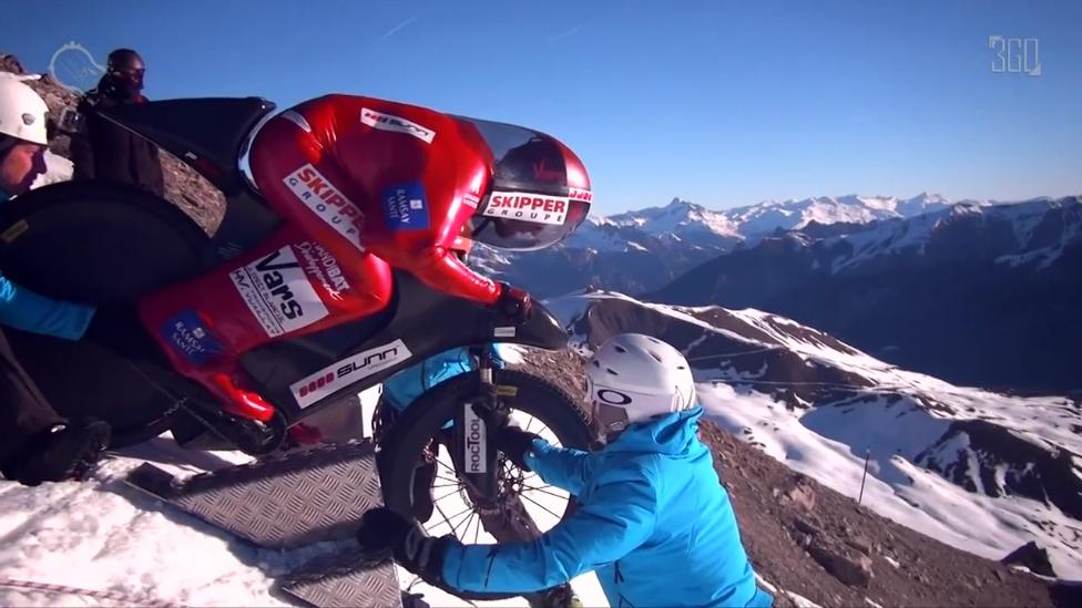 С горы на велике со скоростью 223 км/ч
